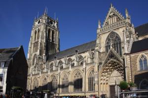 De gotische Onze-Lieve-Vrouwebasiliek, gebouwd tussen 1240 en 1544.