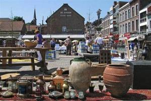Antiekmarkt op zondagochtend