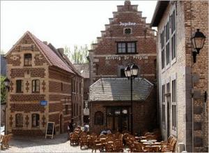 Het Begijnhof, gesticht in 1257 (sinds 1998 werelderfgoed van de UNESCO) met Begijnhofmuseum